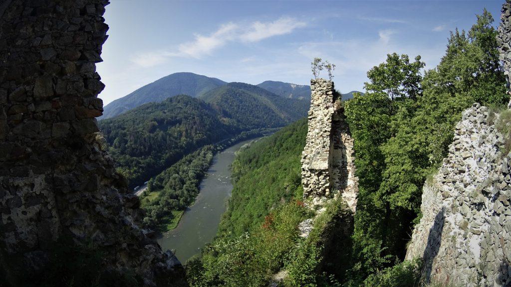 Stary Hrad i rzeka Wag