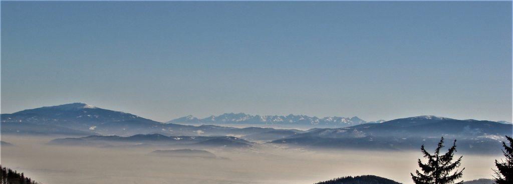 Wspaniała panorama na Babią Górę, Pilsko i pomiędzy nimi Tatry