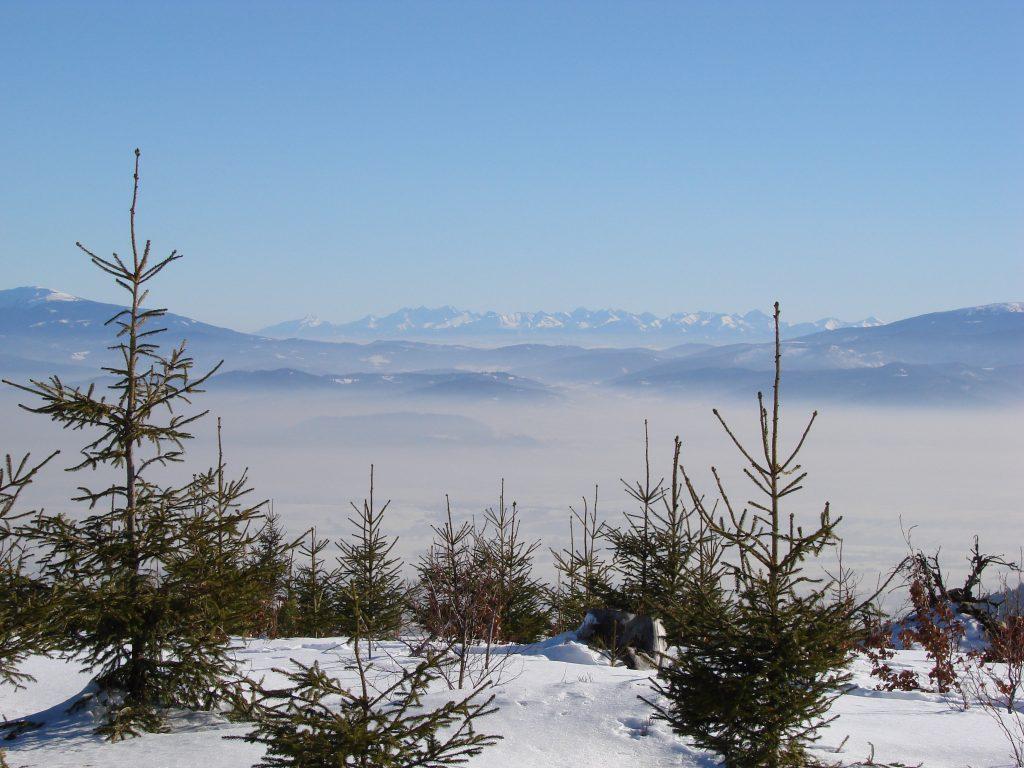 Smog nad Żywieczczyzną z Tatrami w tle
