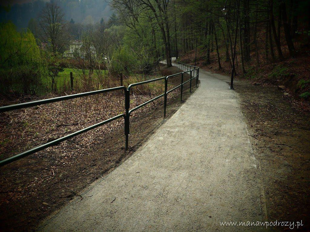 Promenada w Głuchołazach, ścieżka nad rzeką Białą Głuchołaską