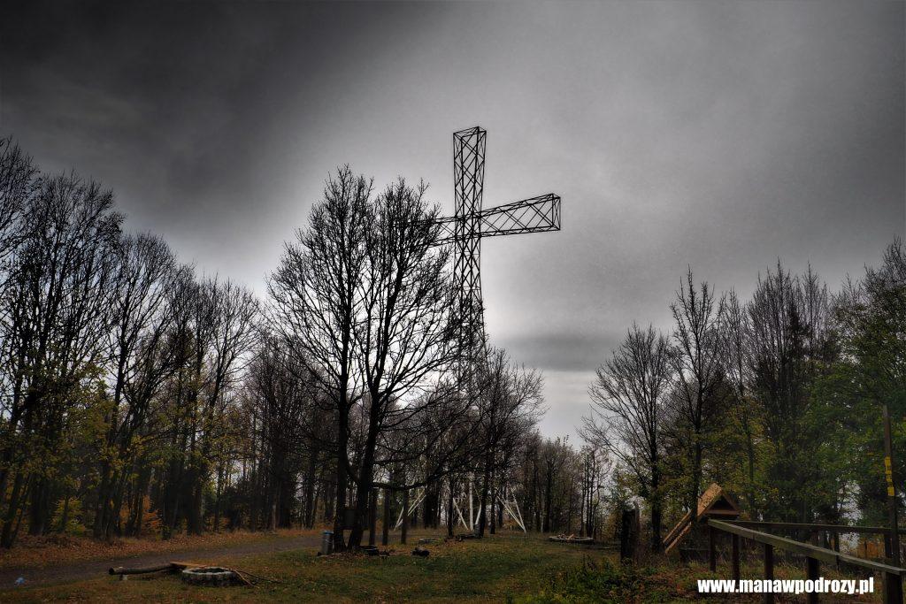 Milenijny Krzyż pod szczytem Chełmca