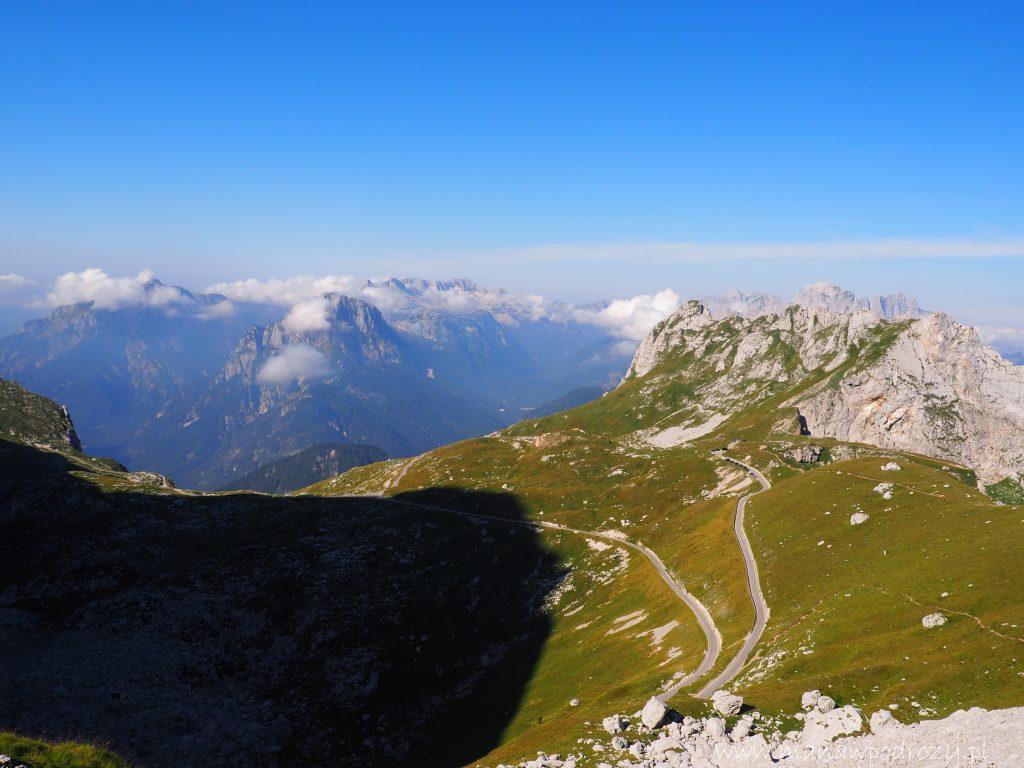 Mangartska Przełęcz z widoczną Mangarstką Drogą