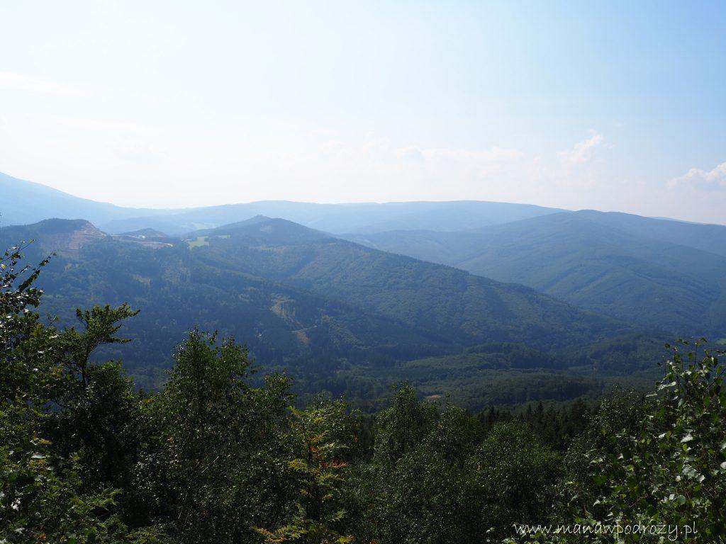 Widok z Medvedy Kamen na Góry Rychlebskie