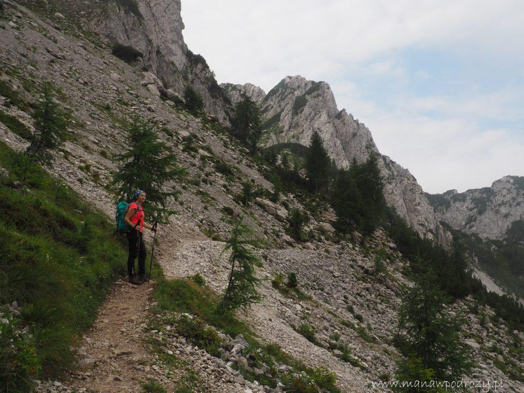 Piargowym zboczem w kierunku szczytu