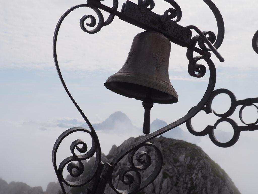 Dzwon na szczycie Cima del Cacciatore