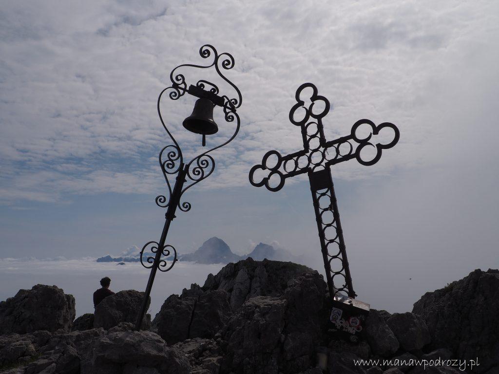 Dzwon i krzyż na szczycie Cima del Cacciatore
