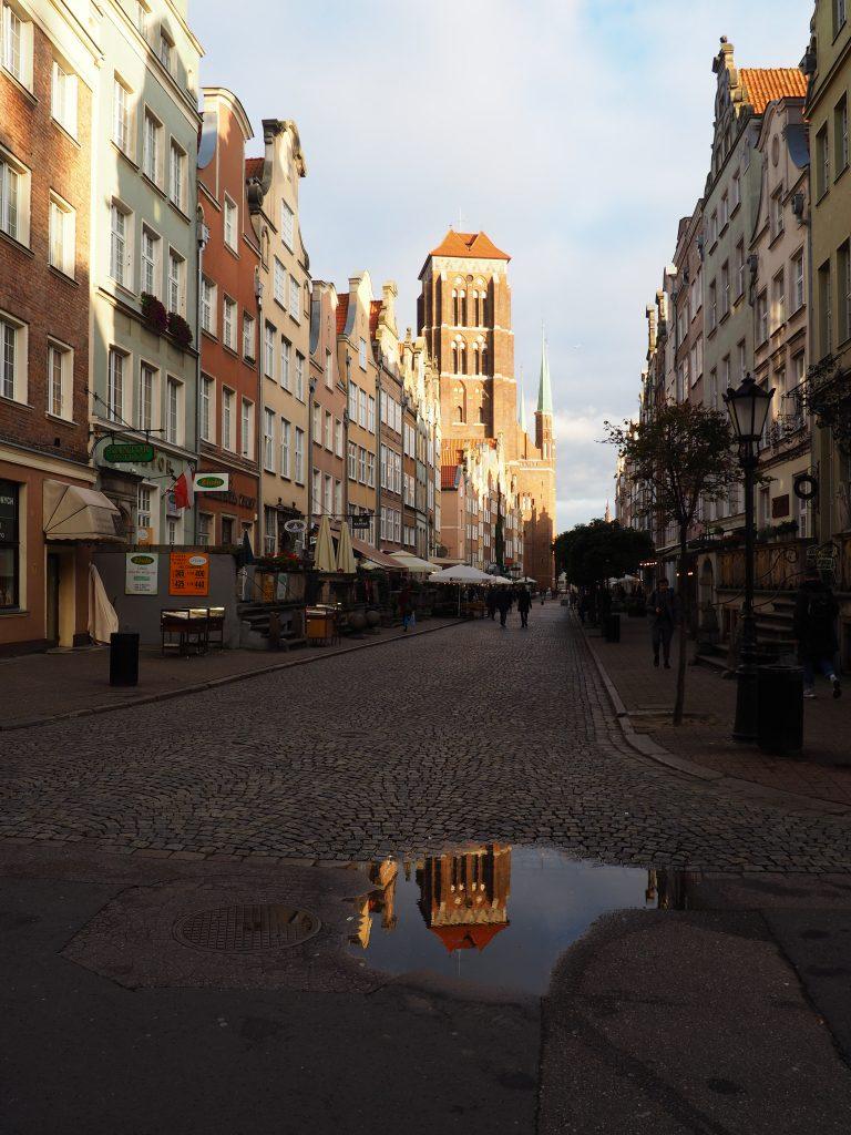 Ulica Piwna i w tle Bazylika Mariacka
