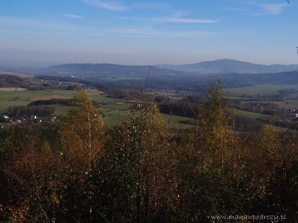 Widok z wieży widokowej Hemberk na Masyw Przedniej i Tylnej Kopy oraz na Biskupią Kopę