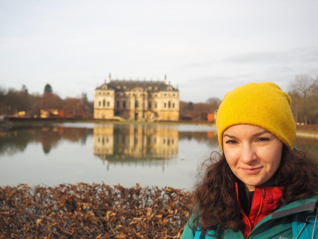 Przed pałacem w Großer Garten