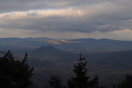Widok na Sokolik Krzyżną Górę oraz Góry Kaczawskie