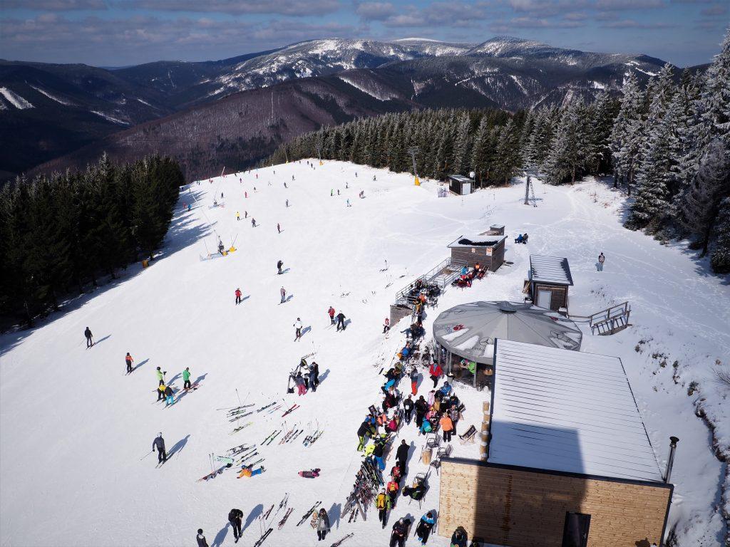 Widok z wieży na stok narciarski- Kouty nad Desnou
