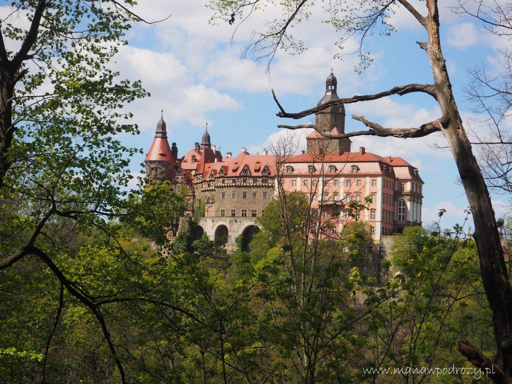 Widok z punktu widokowego Stary Książ na Zamek Książ