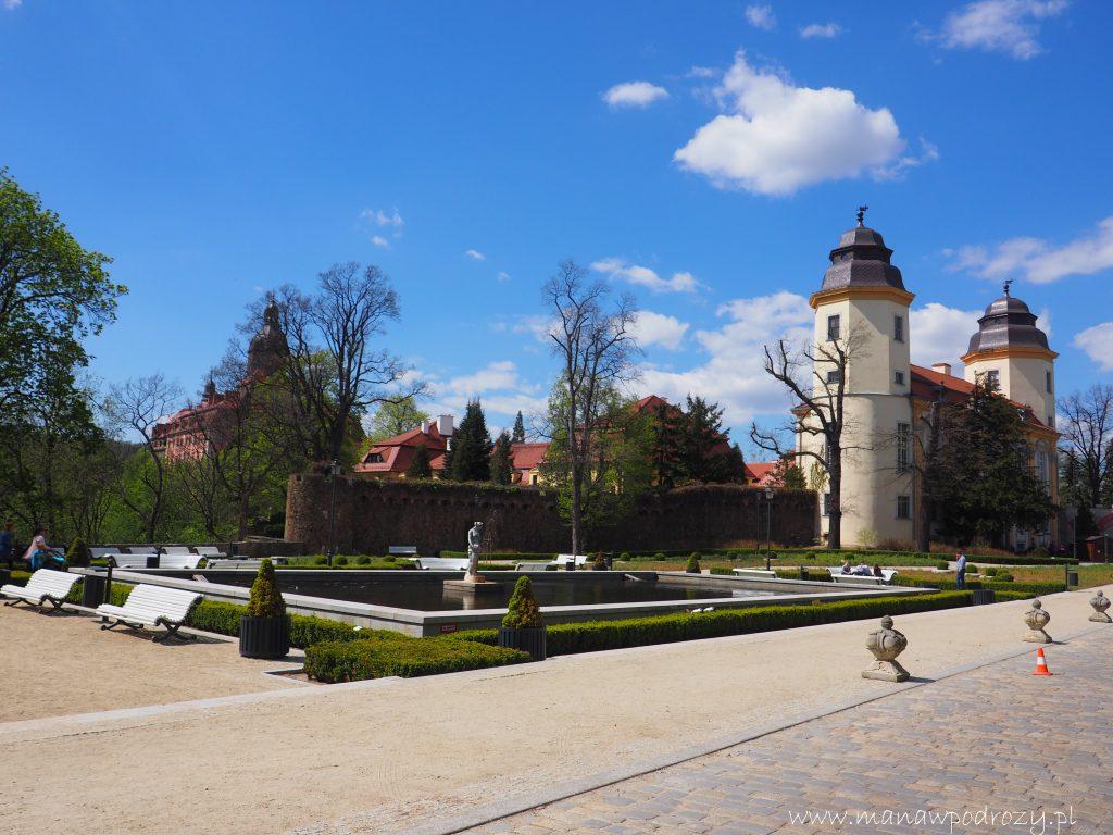 Przed wejściem do zamku Książ