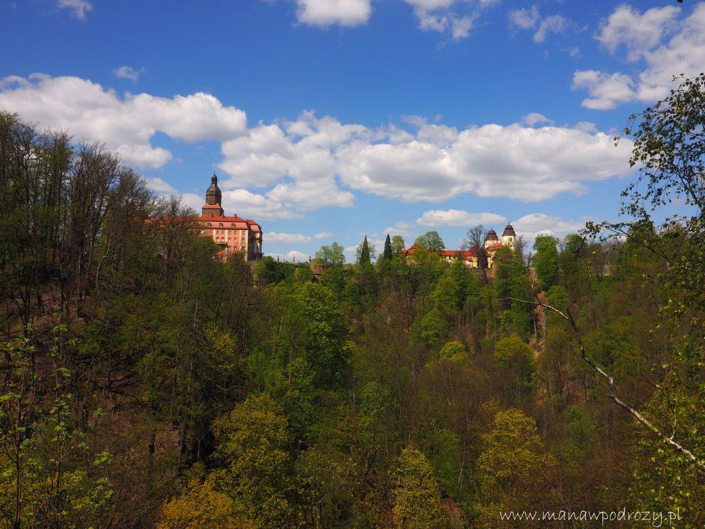 Widok na Zamek Książ z platformy widokowej