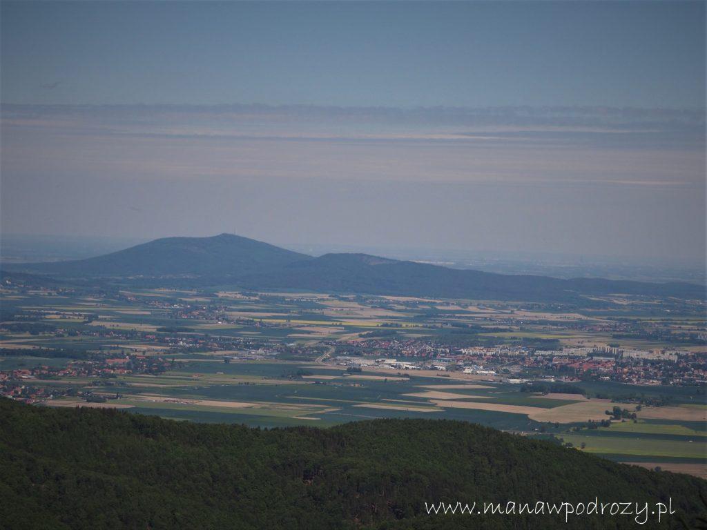 Widok z wieży na Kalenicy w kierunku Ślęży