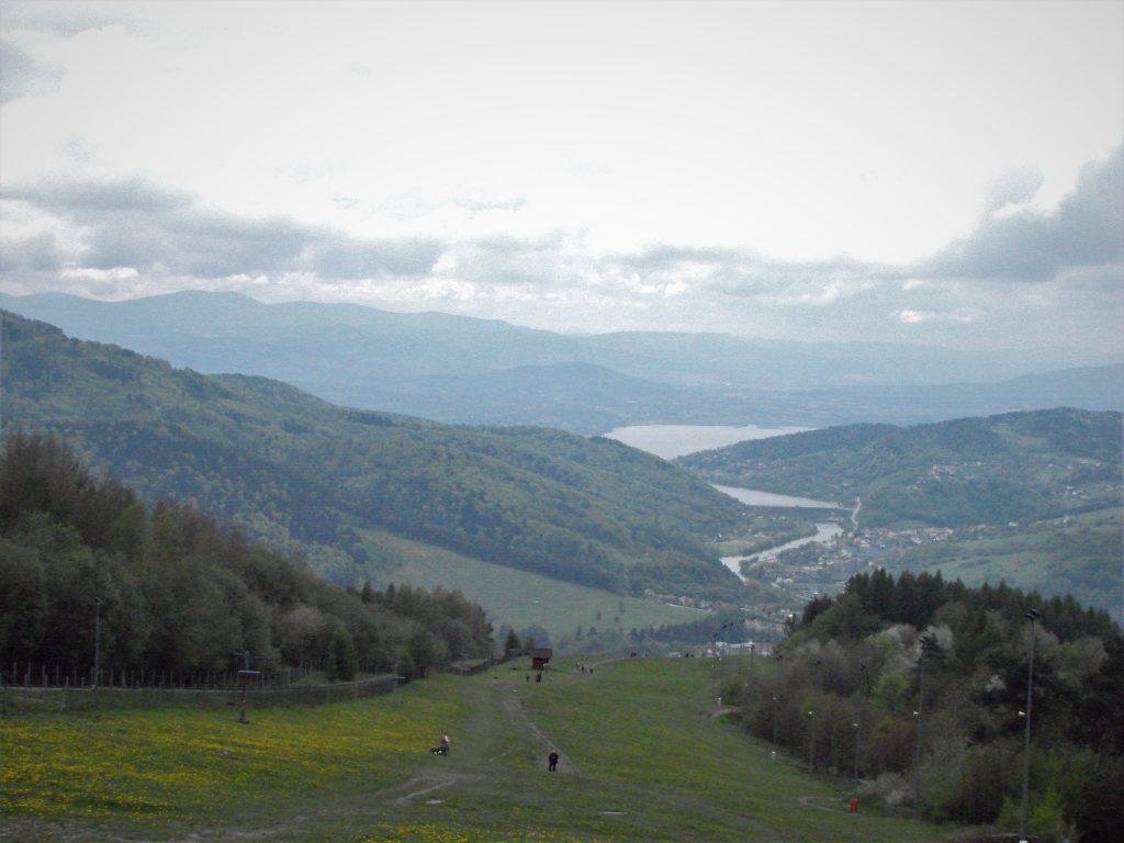 Widok na Jezioro Żywieckie ze zboczy Góry Żar