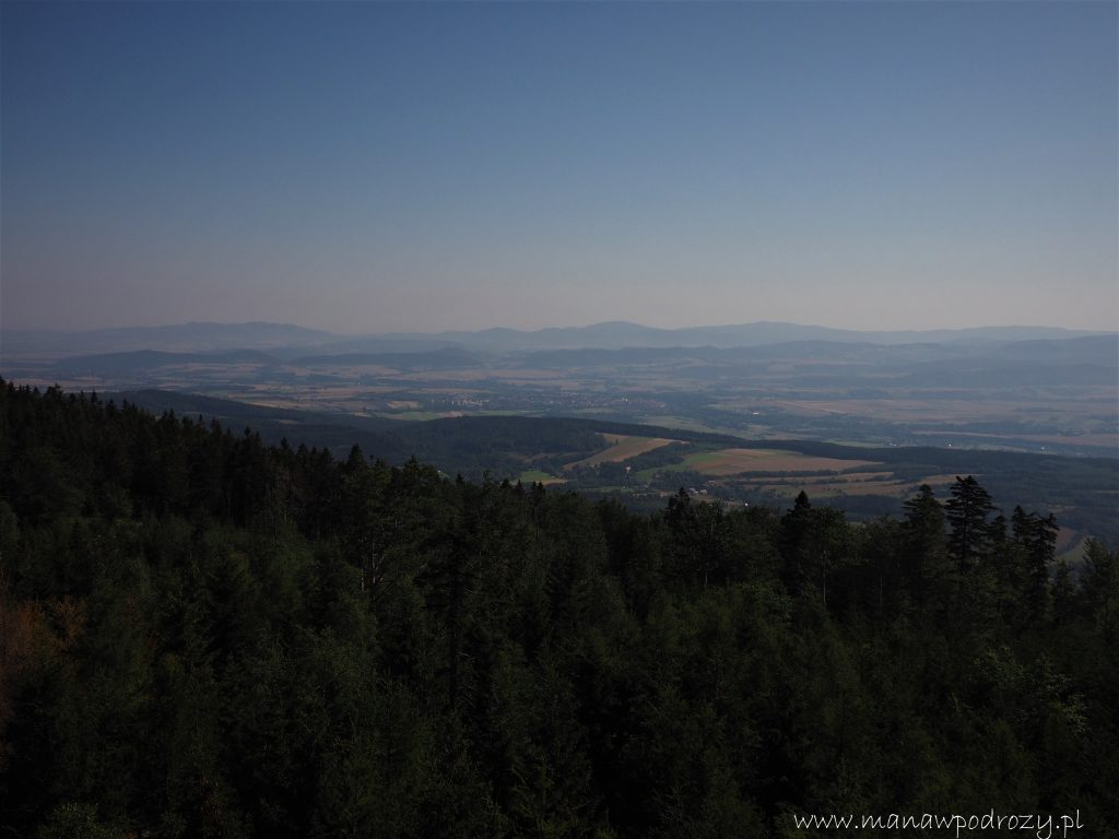 Widok z Jagodnej w kierunku Gór Złotych i Bardzkich