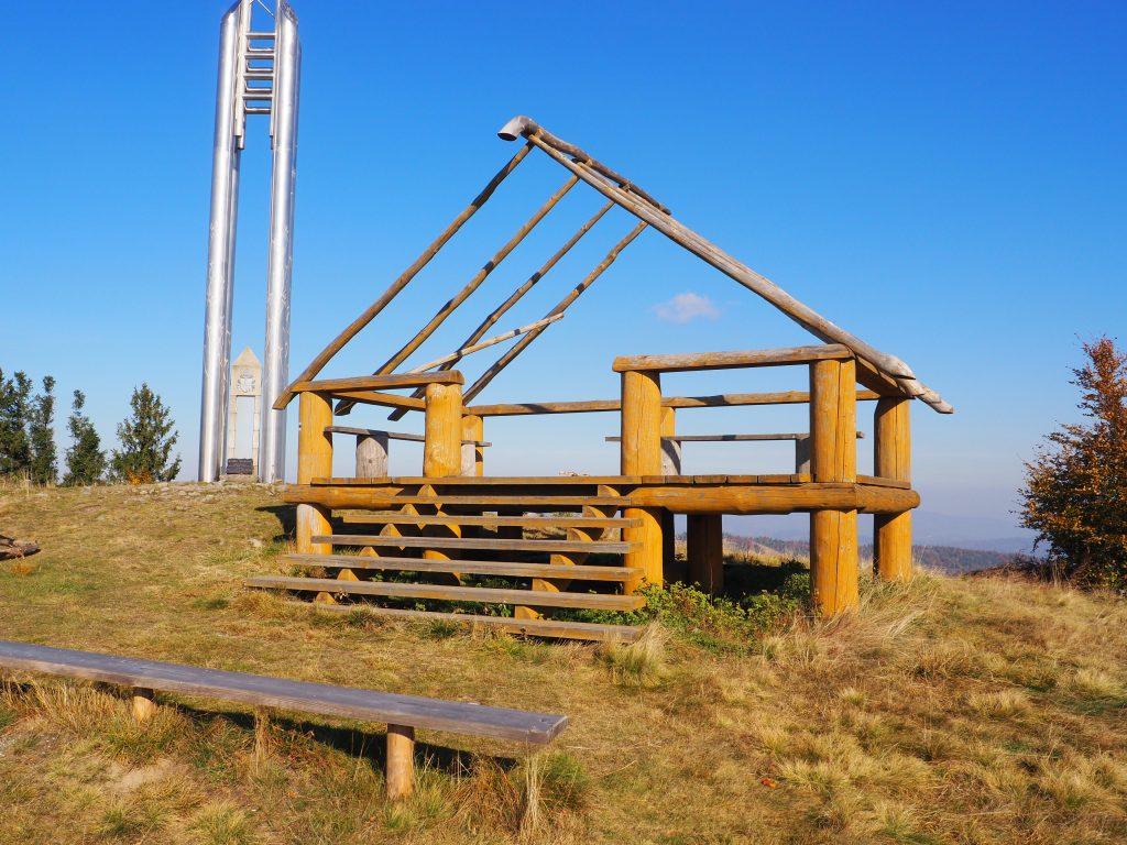 Taras widokowy na szczycie Bendoszki Wielkiej