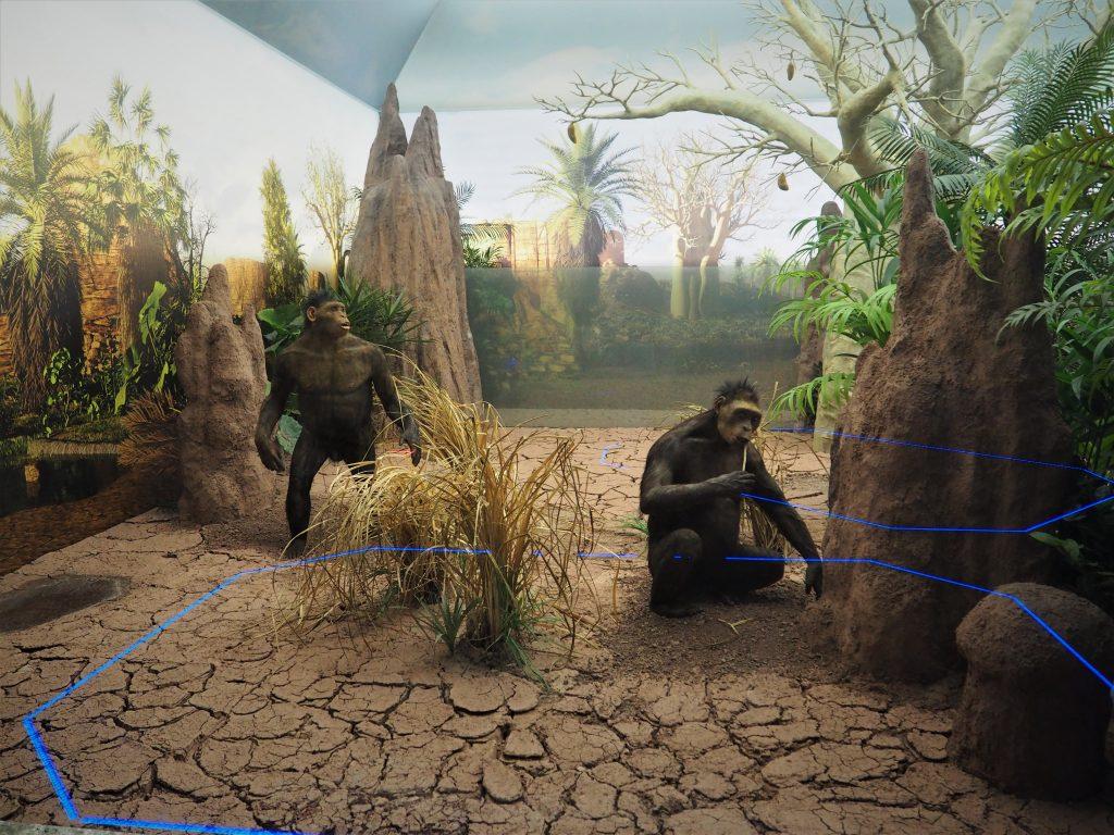 Bardzo dobrze urealnione sceny z życia pierwszych ludzi