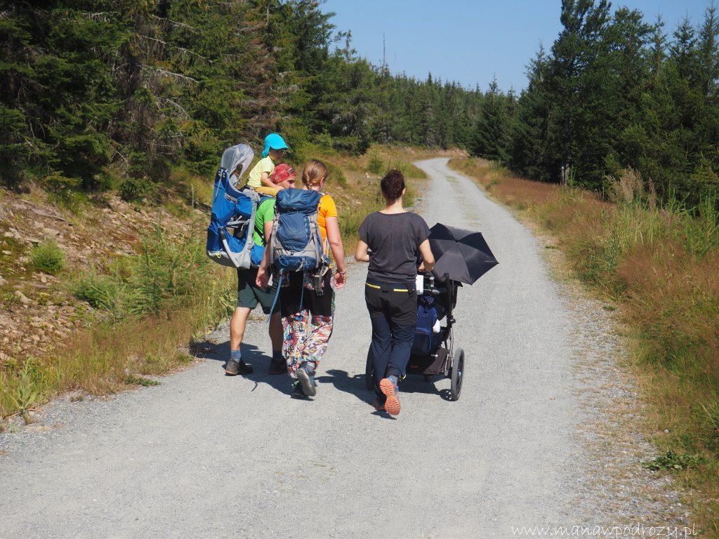 Z Justyną, Krystianem i Radkiem z bloga Hasające Zające ruszyliśmy na Jagodną