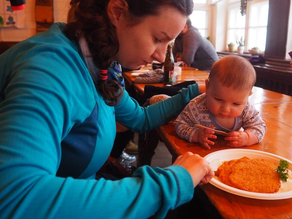 W schronisku placki ziemniaczane smakowały również Tosi:)