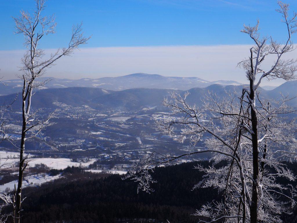 Tuż przed szczytem wyłania się piękny widok na Wielką Sowę