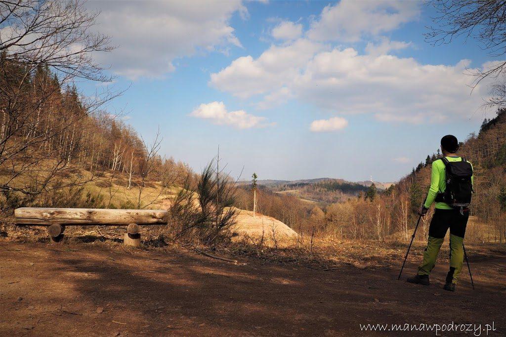 Na Koziej Przełęczy. Szlak z Borowej Góry.