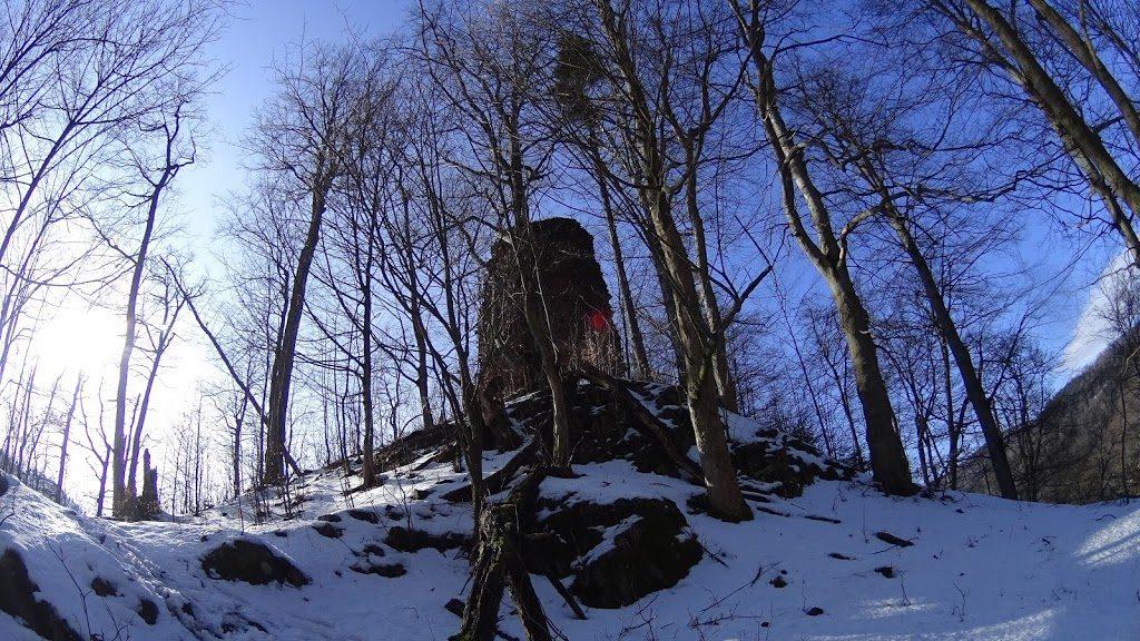 Ruiny Zmku Radosno w północno-zachodniej części Gór Suchych