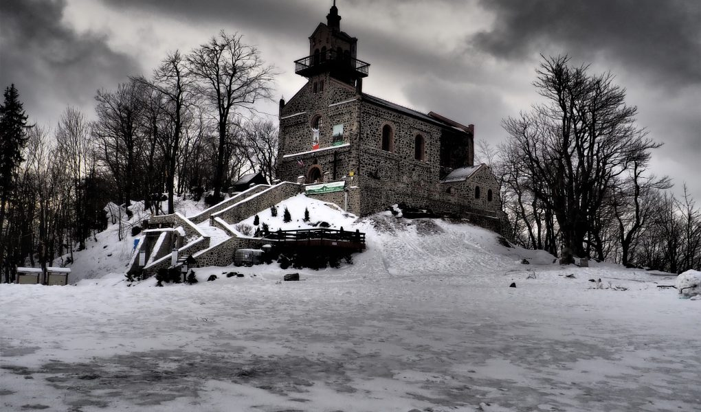 Kościół NNMP na szczycie Ślęży