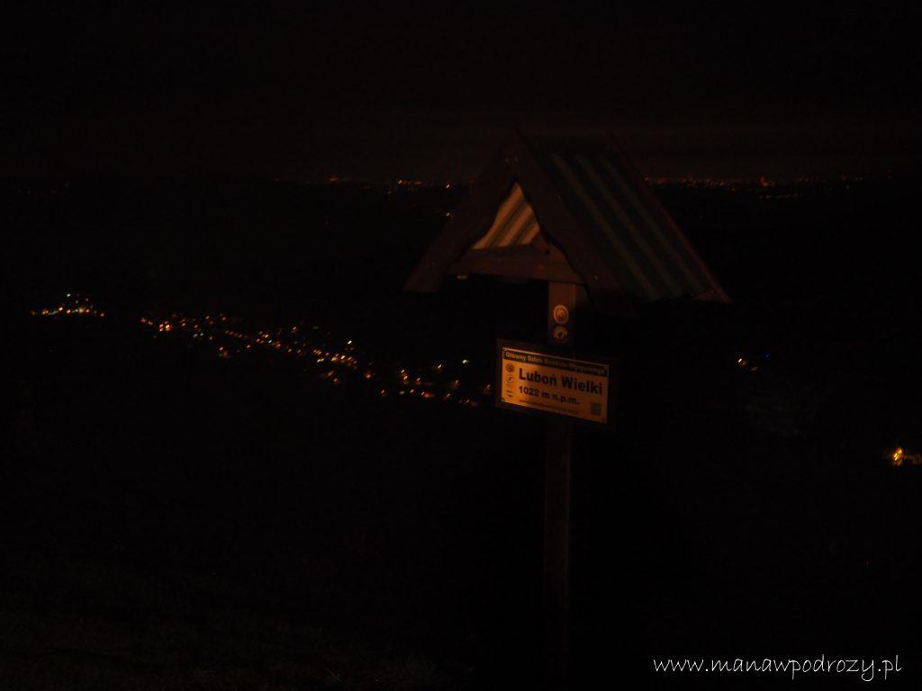 Widoki ze szczytu w nocy