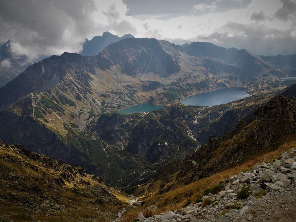 Z widokiem na Dolinę Pięciu Stawów