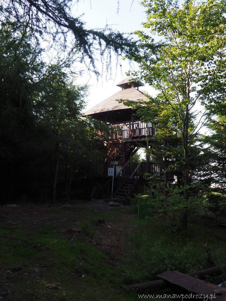 Wieża widokowa na szczycie Jawornika Wielkiego