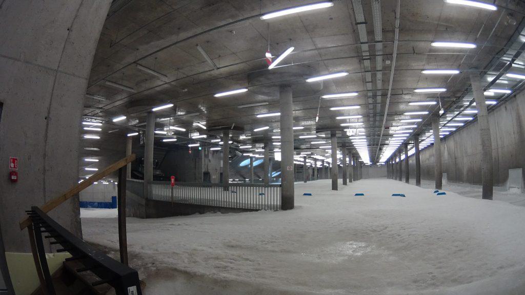 Hala lodowa w podziemiach kompleksu w Planicy