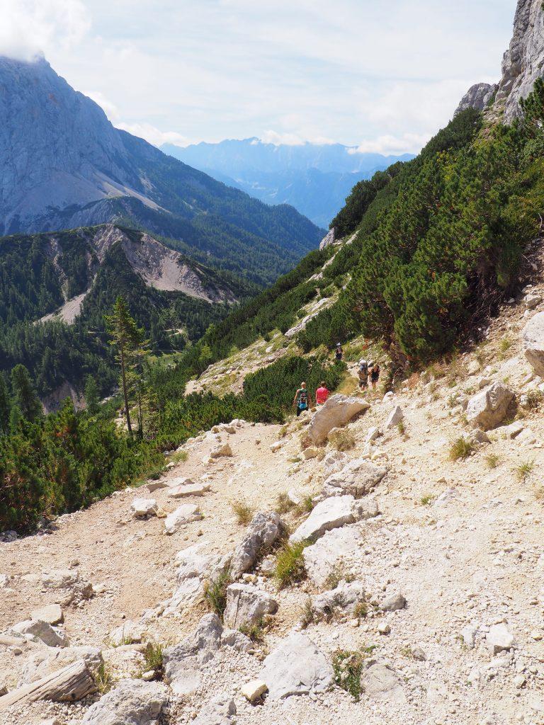 Widok z przełęczy Vratica na przełęcz Vrsic