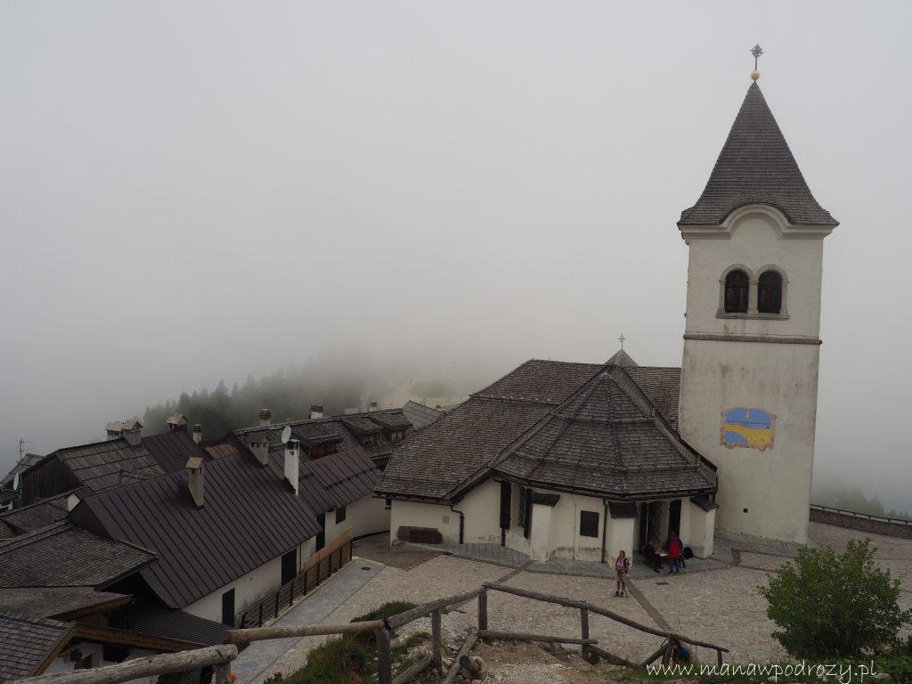 Kościół na szczycie Monte Lussari