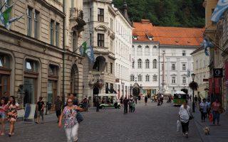Starówka w Ljubljanie, a na wzgórzu zamek