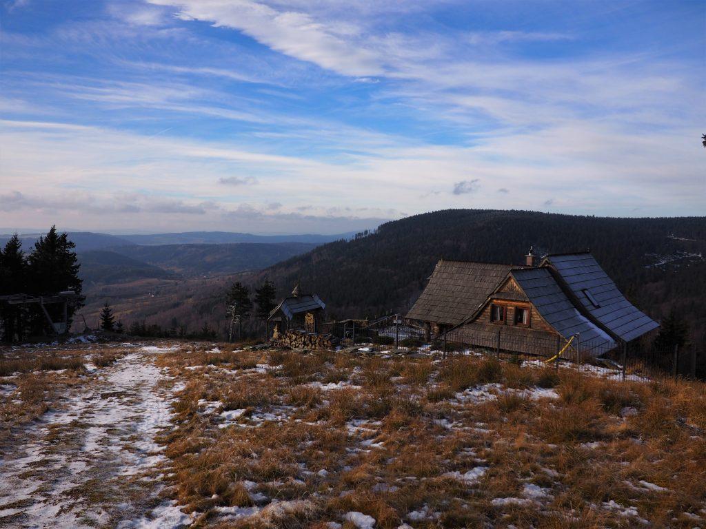 Chata przy stoku narciarskim