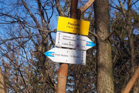 Ptasznik- tablica na szczycie