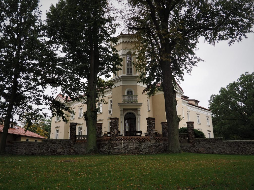 Pałac w Pawłowicach- wejście główne