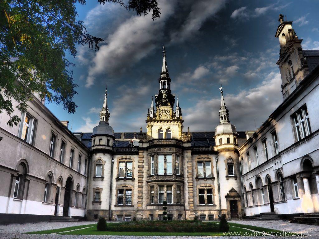 Zachodnia fasada Pałacu w Tułowicach