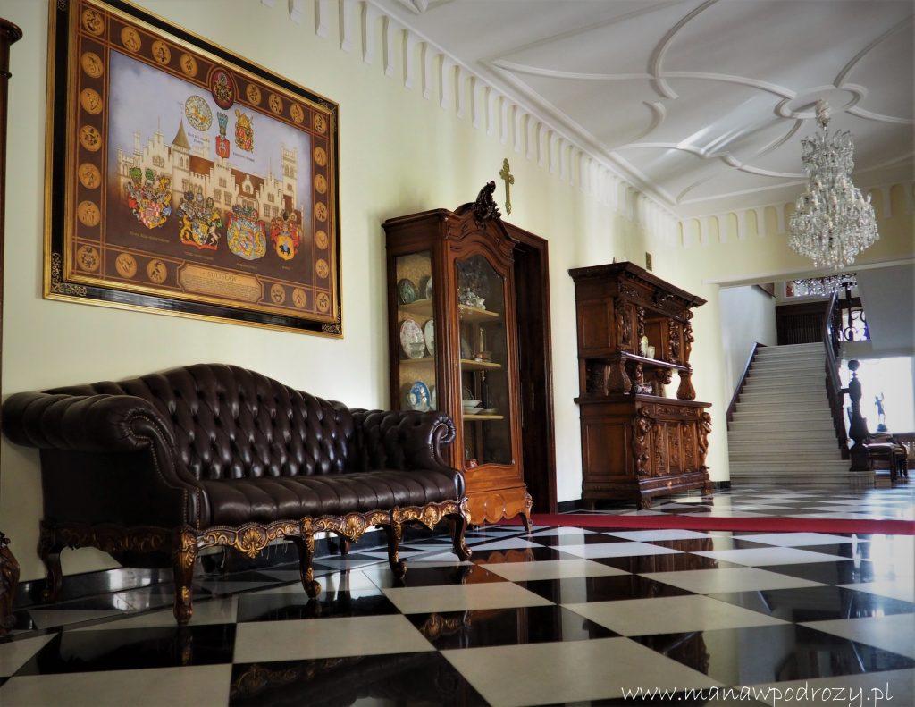 Wnętrza Pałacu w Sulisławiu (w komodach bogata kolekcja porcelany z Tułowic)