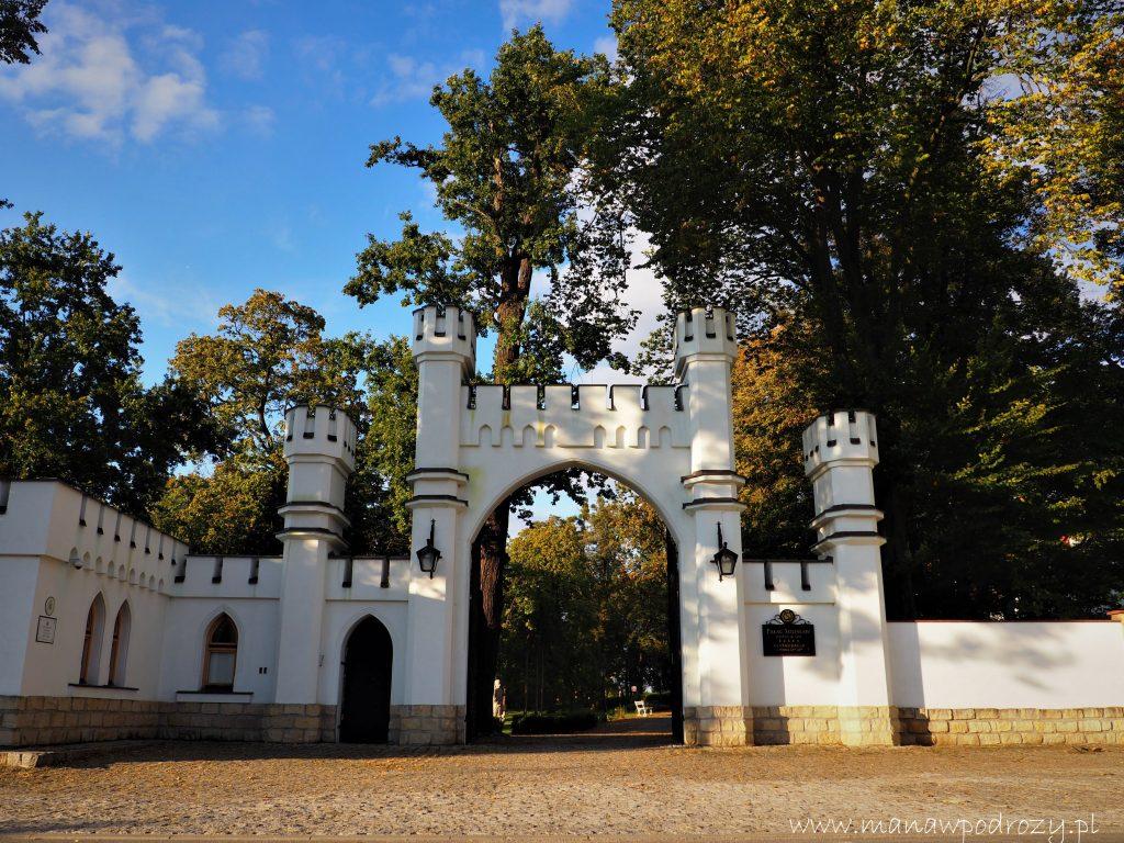 Brama wjazdowa do Pałacu w Sulisławiu