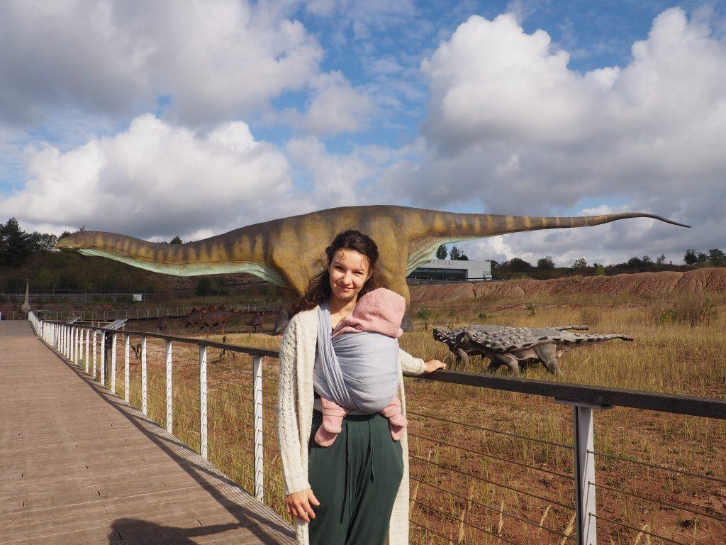 Z największym dinozaurem świata- Amficelis zdjęcie chce mieć każdy!:)