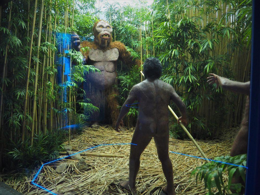 Bardzo realistyczne plansze obrazujące życie pierwszych ludzi