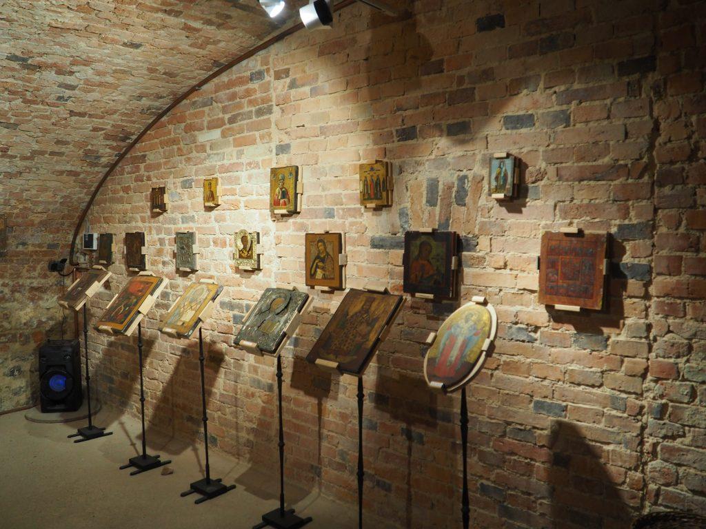 Bogata galeria ikon w podziemiach zamku Niemodlin
