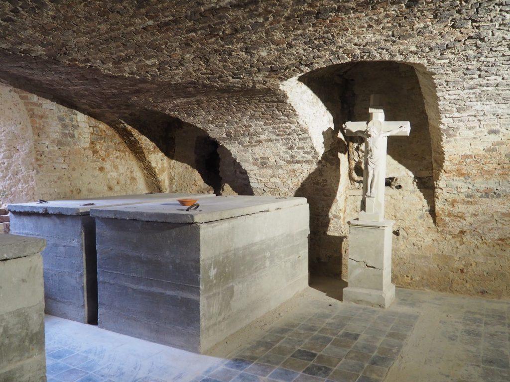Sarkofagi Praschmów w podziemiach zamku w Niemodlinie
