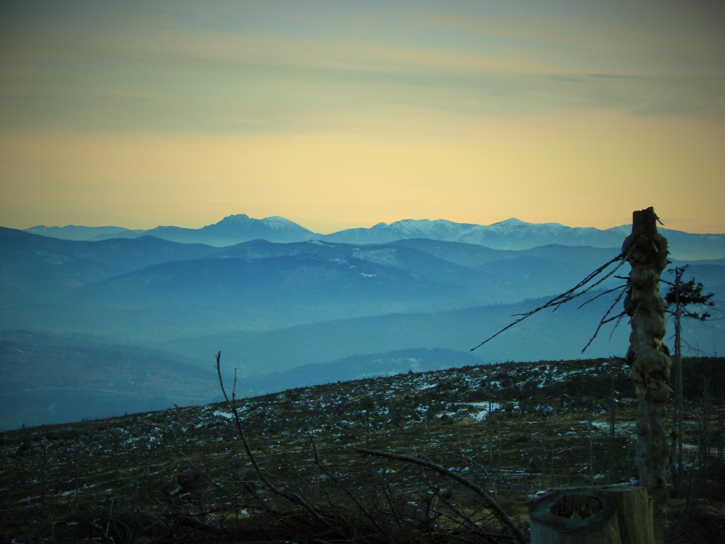 Z wieży widokowej na Baraniej Górze można podziwiać piękną panoramę na Małą Fatrę