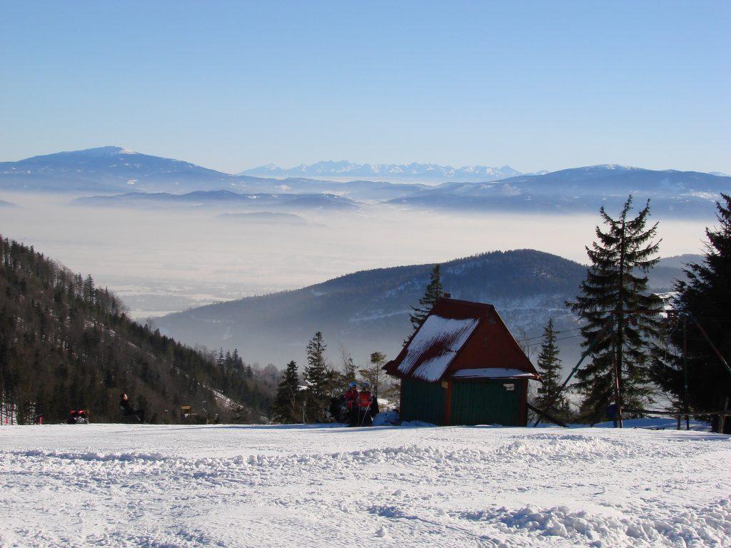 Z Klimczoka rozpościera się piękna panorama na Babią Górę, Pilsko oraz Tatry