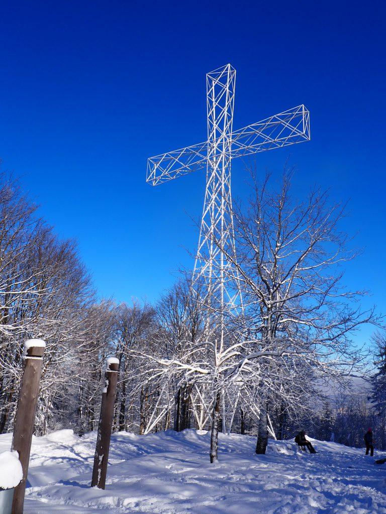 45-metrowy krzyż na szczycie Chełmca