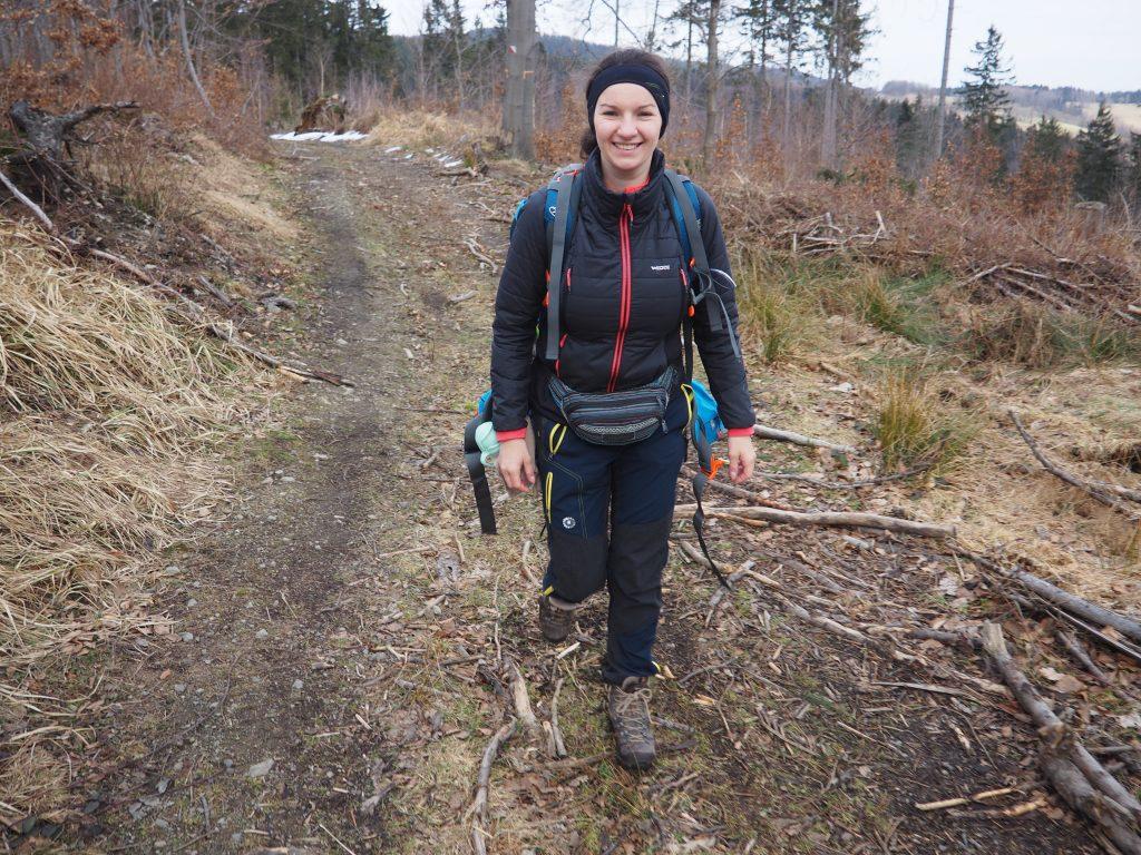 Leśną ścieżką w kierunku Lądka Zdroju
